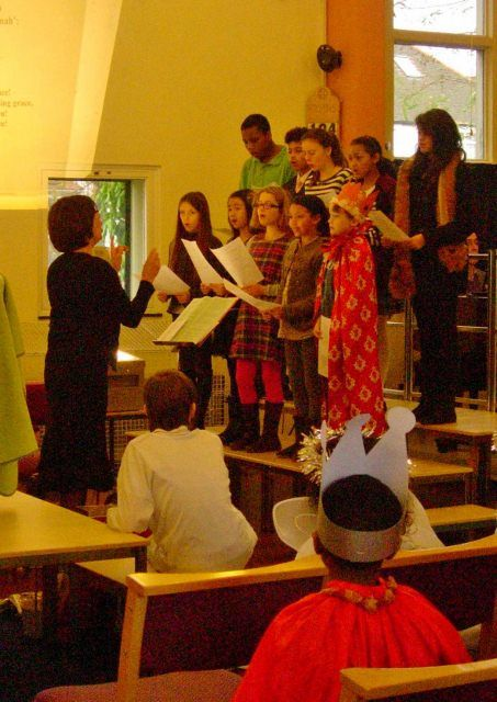 HHUC Youth Choir leading the singing