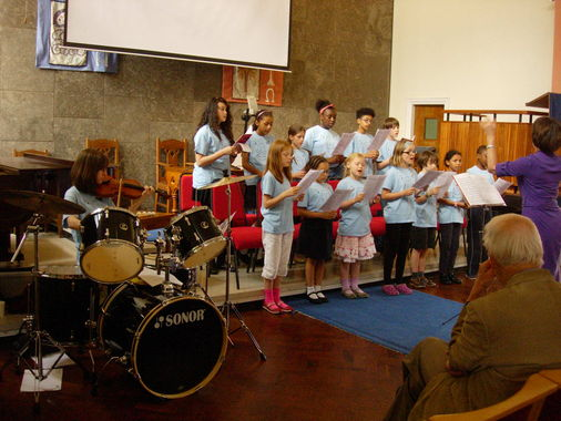 The choir with Lizzy playing the violin