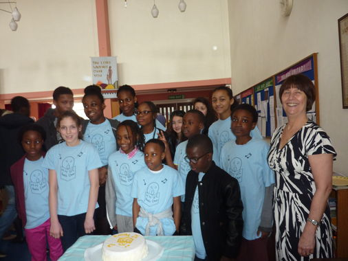 The choir with the cake